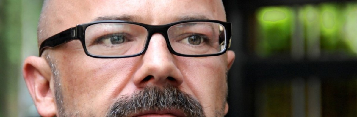 Andrew-Sullivan-cred-Stuck-In-Customs-flickr-975x320.jpg